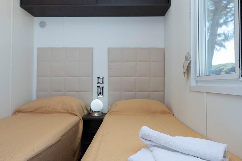 mobilheim mit klimaanlage mobilheim moda plus klimaanlage. Black Bedroom Furniture Sets. Home Design Ideas
